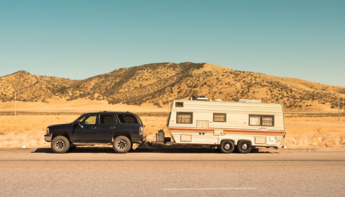 SUV towing a travel trailer that doesn't have an electric trailer jack.