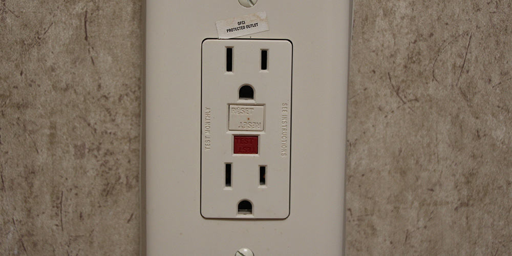 The main GFCI outlet will have reset buttons, the others will be only labeled as GFCI