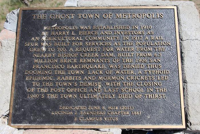 Information plaque near the Hotel Metropolis.