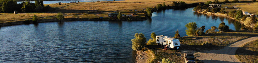 free-camping-by-the-water-at-canyon-ferry-lake-montana
