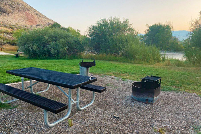 Almost every campsite at Morgan Bar Recreation Area in Idaho has a picnic table, a fire pit, and a trash can.