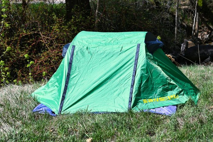 Rainfly closed on the Sansbug 1 person popup screen tent