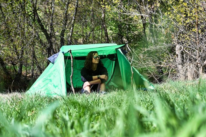 Sansbug 1 person popup screen tent with rainfly attached